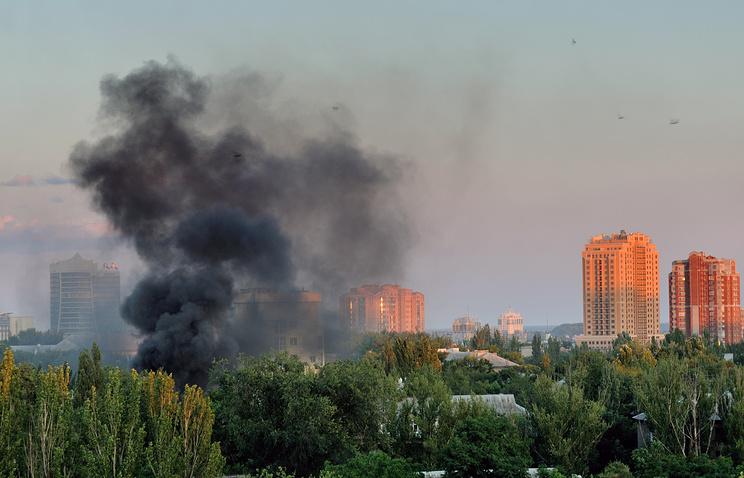 Smoke rises after Donetsk shelling on Jul. 18