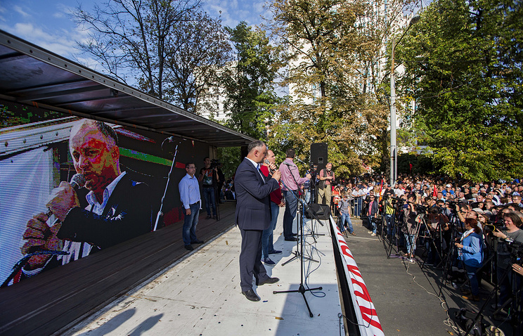 Socialist Party leader Igor Dodon speaking at a protest in Chisinau