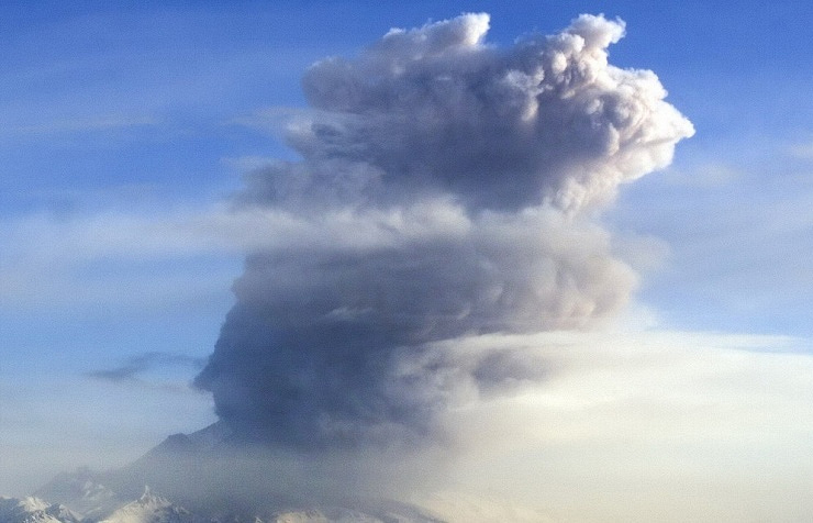 Kamchatka volcano spewing ash
