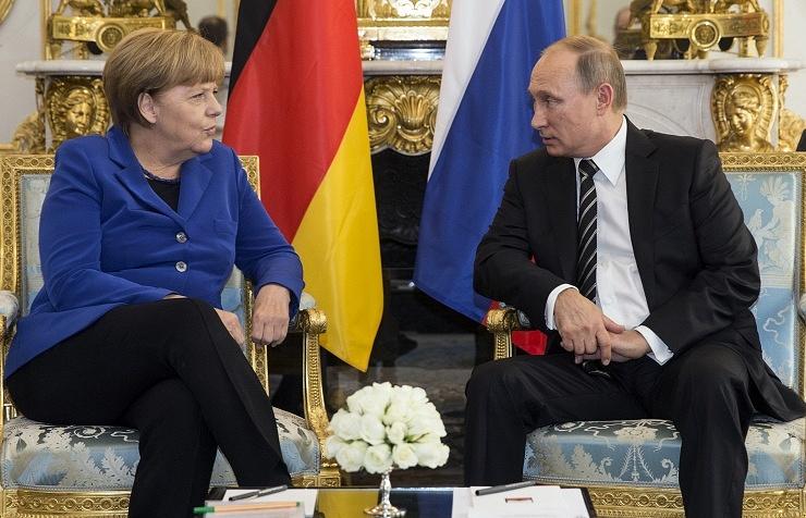 German Chancellor Angela Merkel (left) and Russian President Vladimir Putin