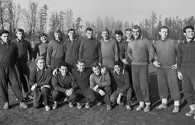 Spartak Moscow FC in 1959; Anatoly Ilyin sitting, center (archive)