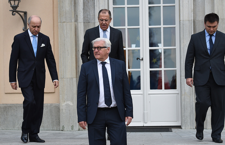 The foreign ministers of France Laurent Fabius (left), of Germany, Frank-Walter Steinmeier (foreground) of Russia Sergey Lavrov (center back) and Pavel Klimkin (right) at a meeting of Normandy Four in Berlin on November 6, 2015