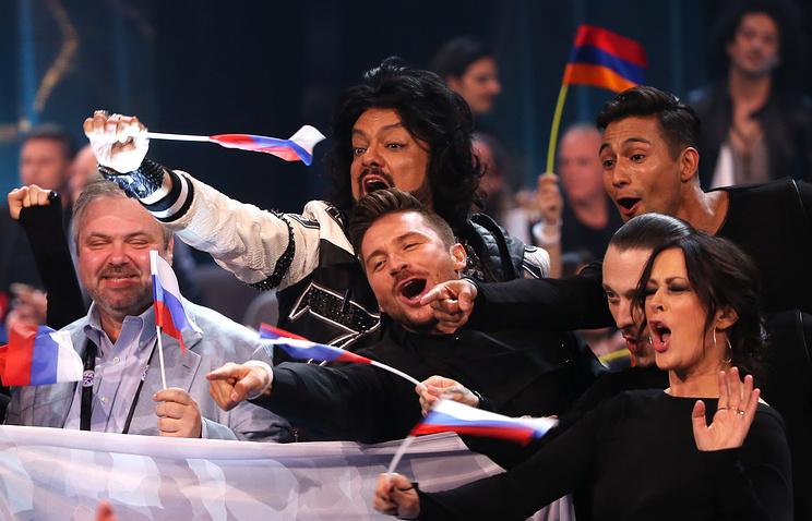 Sergei Lazarev (center)