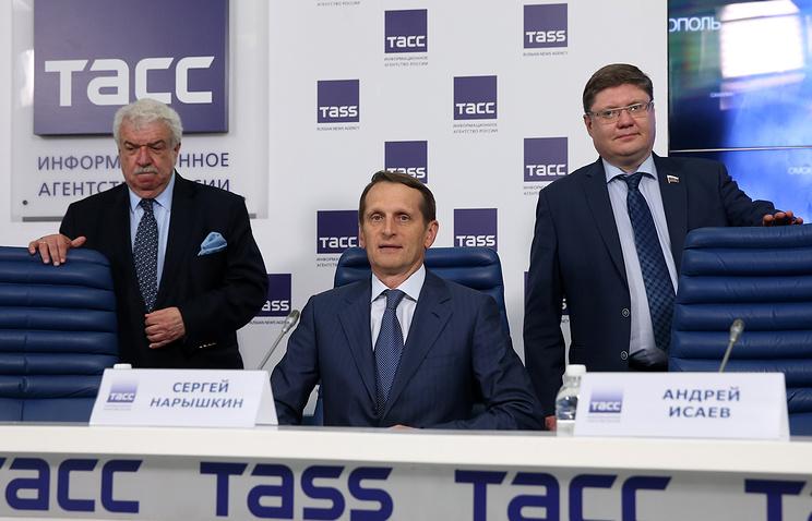 Sergey Naryshkin (center) at his press conference at TASS