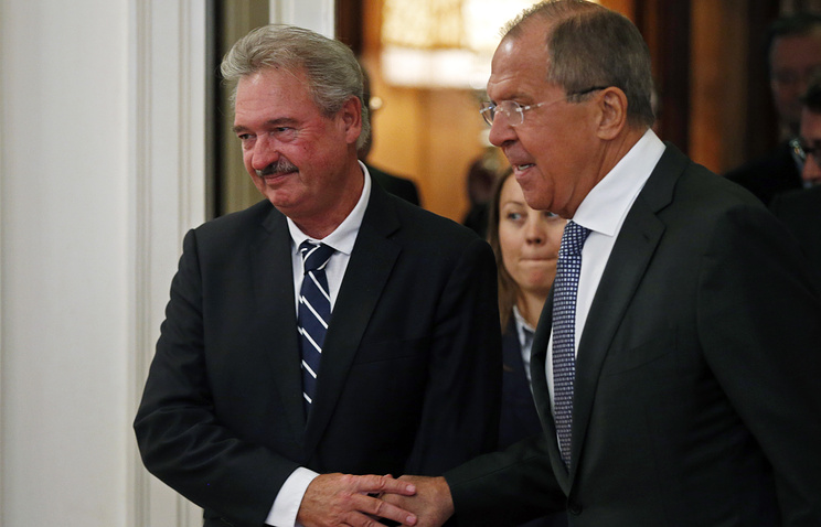 Luxembourg's Foreign Minister Jean Asselborn and Russian Foreign Minister Sergey Lavrov