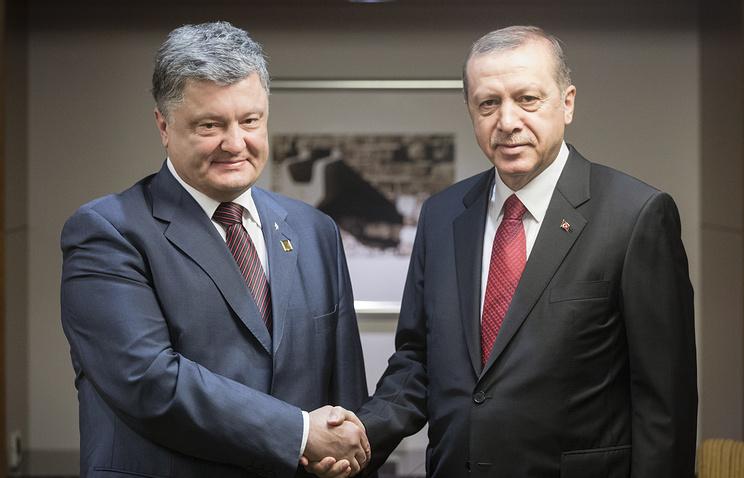 Turkish President Recep Tayyip Erdogan and Ukraine's President Pyotr Poroshenko