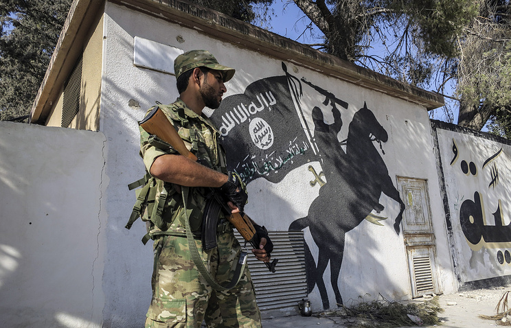 military and isis graffiti
