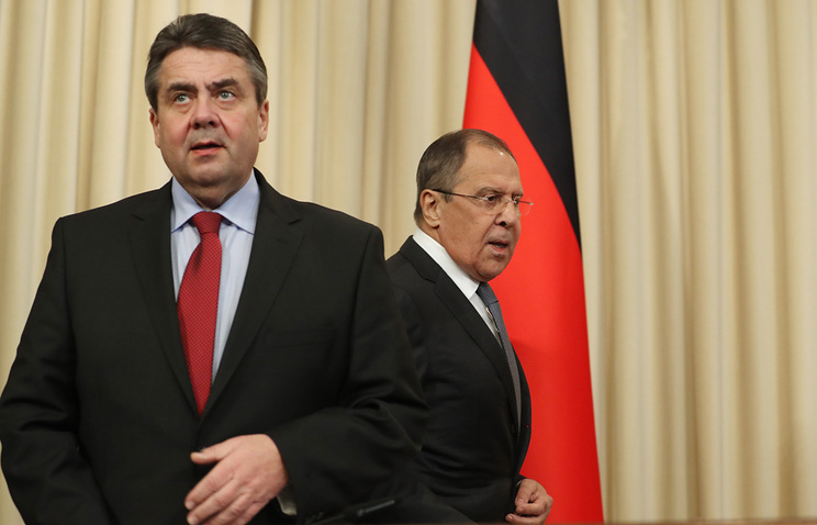German and Russian foreign ministers, Sigmar Gabriel and Sergey Lavrov