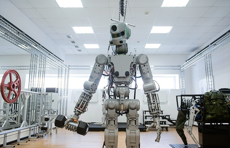 Russian Federation has built a combat robot that shoots with both hands