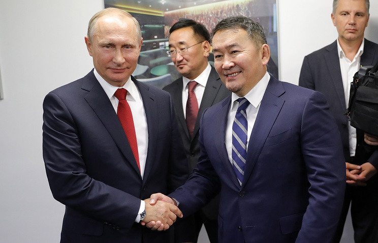 Russia's President Vladimir Putin and Mongolia's President Khaltmaagiin Battulga