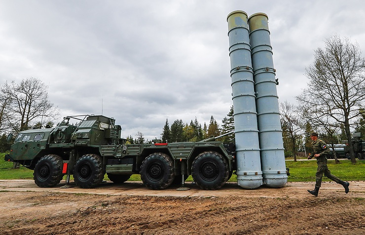 S-400 (NATO reporting name: SA-21 Growler) air defense missile system