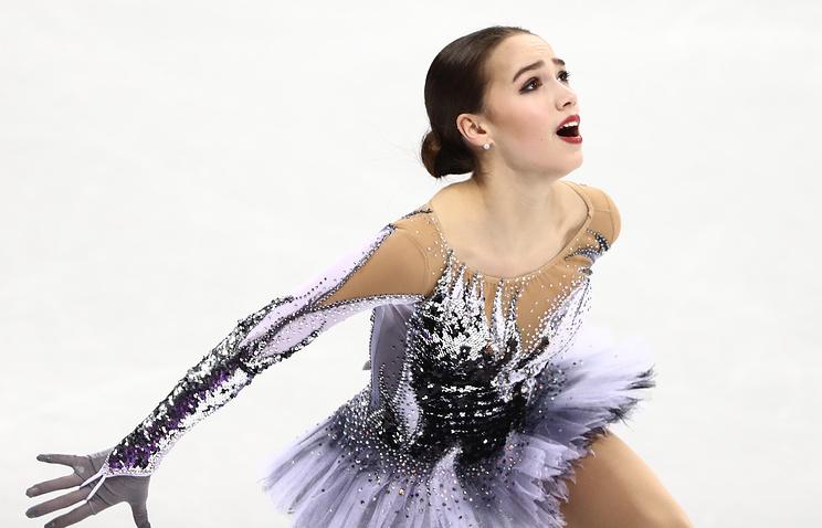 Zagitova leads with world record, Medvedeva close behind
