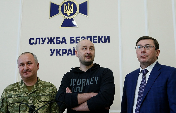 Reportedly Killed Russian Journalist Appears At News Conference In Ukraine