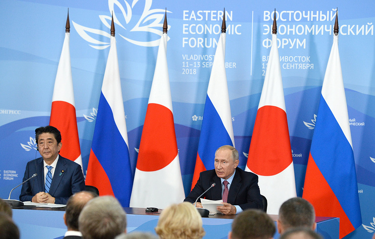 Russia's Vladimir Putin late again to summit with Shinzo Abe