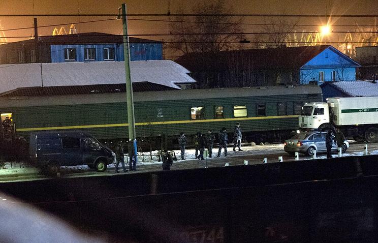 Арестованных активистов Greenpeace перевозят из СИЗО Мурманской области