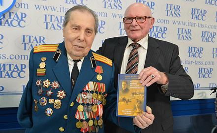 Валентин Иванов и Карл Куль, фото ИТАР-ТАСС