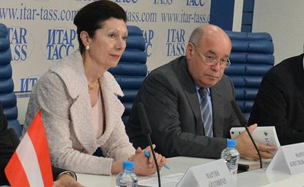 Маргот Клестиль-Лёффлер и Михаил Швыдкой. Фото ИТАР-ТАСС