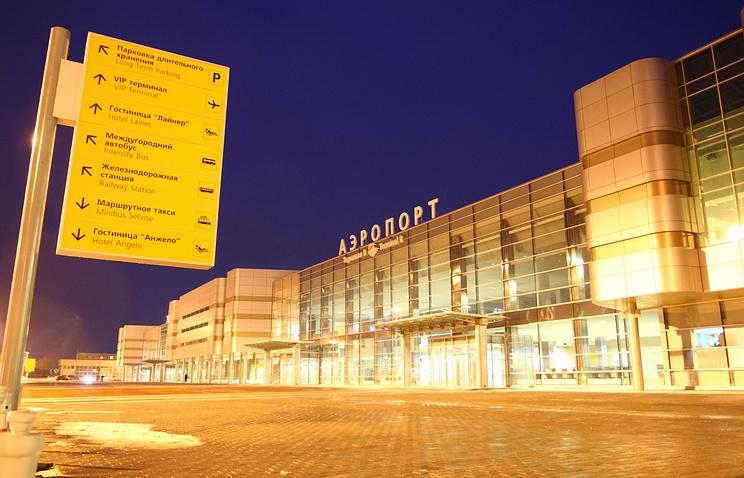 """Вид на здание терминала аэропорта """"Кольцово"""""""