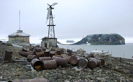 Один из островов архипелага Земля Франца-Иосифа. Фото из архива ИТАР-ТАСС/ пресс-служба Геологического института