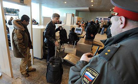 Досмотр пассажиров в аэропорту. ИТАР-ТАСС/ Артем Коротаев