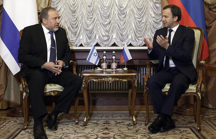 Министр иностранных дел Израиля Авигдор Либерман и вице-премьер РФ Аркадий Дворкович во время встречи