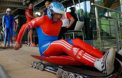 На тренировке сборной России по санному спорту. Фото из архива ИТАР-ТАСС/ Артур Лебедев