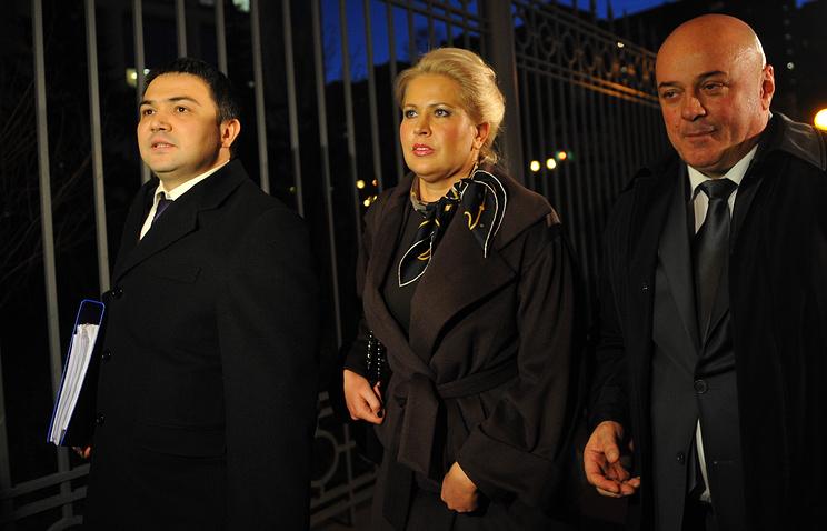 Евгения Васильева и адвокат Хасан Бороков (справа)