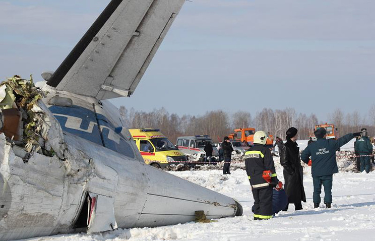"""На месте крушения пассажирского самолета ATR-72 авиакомпании """"ЮТэйр"""", на борту которого было 43 человека"""