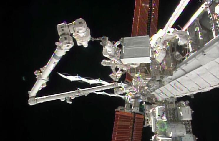 Устранение неполадок в системе охлаждения МКС американскими астронавтами