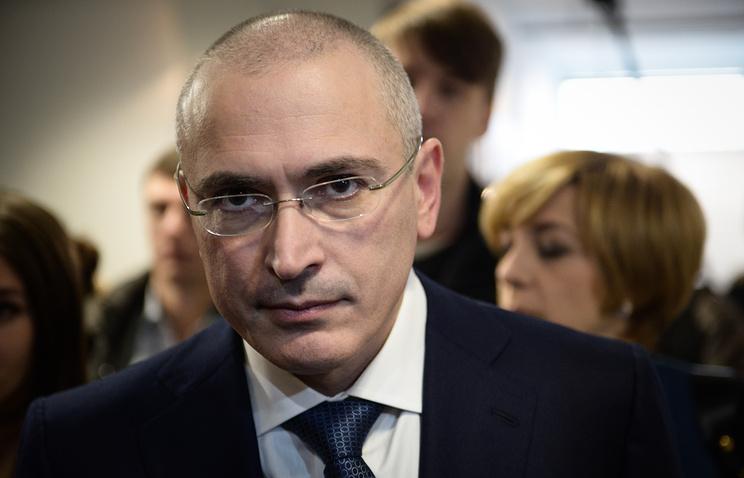 Михаил Ходорковский перед началом пресс-конференции в Музее Берлинской стены