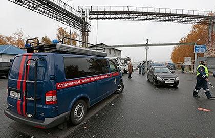 Машина Следственного комитета у овощной базы в районе Бирюлево. Фото ИТАР-ТАСС/ Михаил Метцель