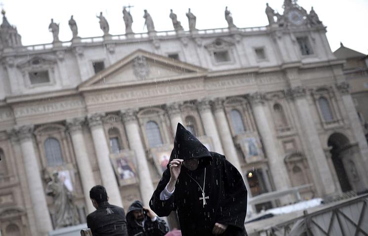 Священник в Ватикане