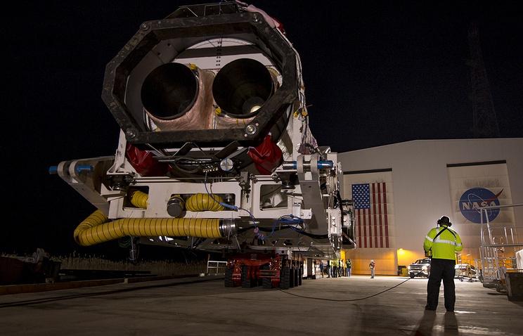 """Старт ракеты- носителя """"Антарес"""" с космодрома НАСА на острове Уоллопс"""