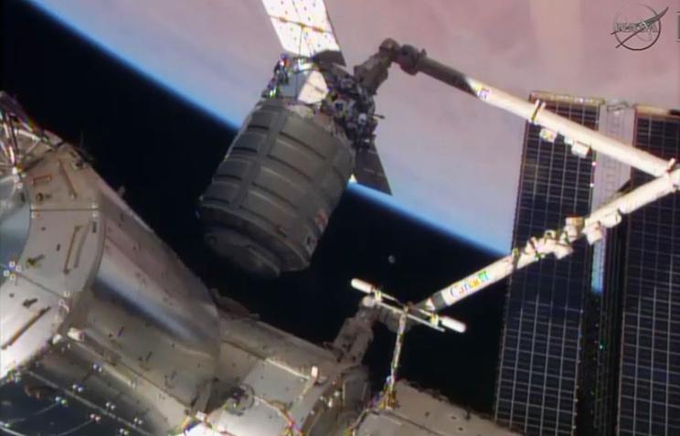 Стыковка американского корабля Cygnus к МКС