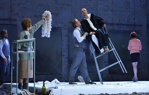 """Сцена из спектакля Национального театра Австрии «Бургтеатр» - участника фестиваля """"Академия"""" 2012 года"""