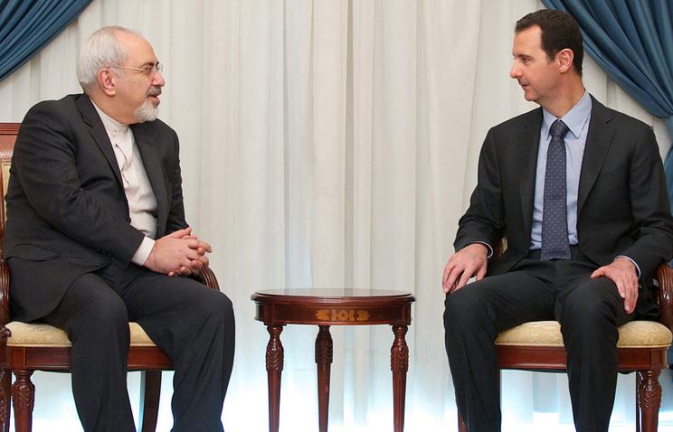 Министр иностранных дел Ирана Мохаммад Джавад Зариф (слева) на встрече с президентом Сирии Башаром Асадом (справа) в Дамаске, Сирия, среда 15 января 2014 года