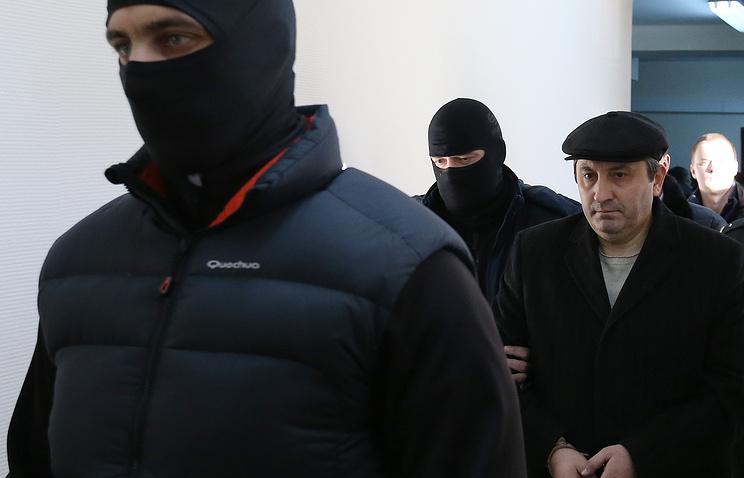 Вице-премьер Дагестана Магомедгусен Насрутдинов (справа) перед избранием меры пресечения в Лефортовском суде
