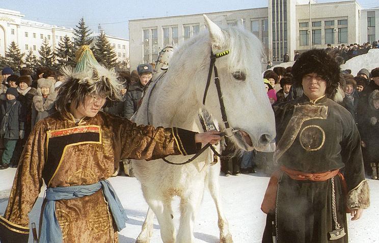 Народные гуляния в Бурятии в праздник Белого месяца
