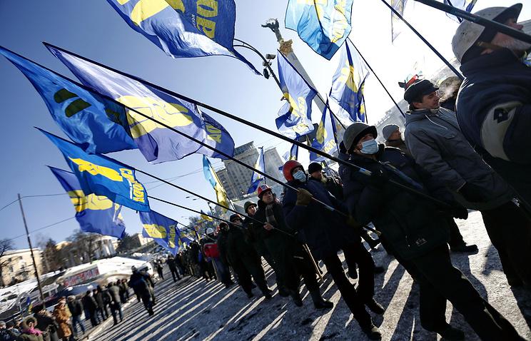 "Участники ""народного вече"" на площади Независимости, Киев"