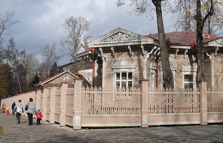 Деревянный дом на одной из улиц Томска