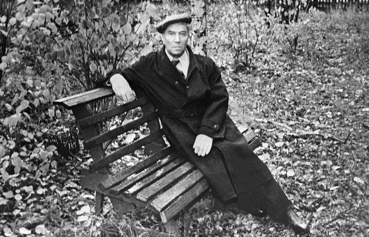 Борис Пастернак в Переделкино. Снимок из семейного архива