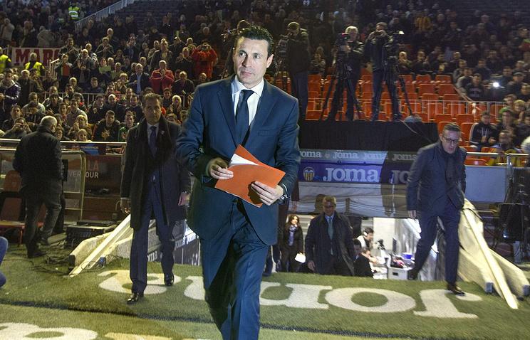 """Президент испанского футбольного клуба """"Валенсия"""" Амадео Сальво (в центре)"""