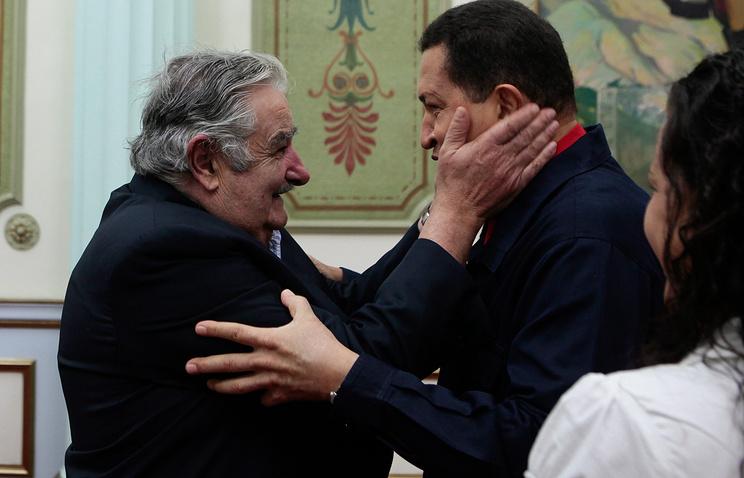 Президент Уругвая Хосе Мухика (на фото слева)