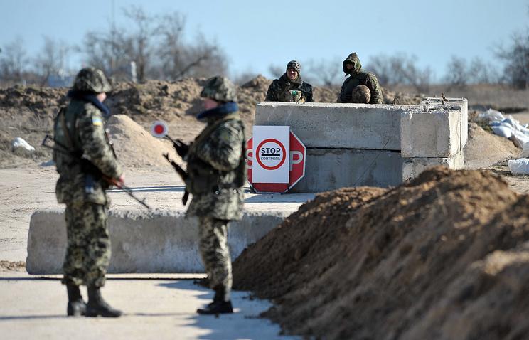 Блокпост возле села Стрелковое на границе с Крымом