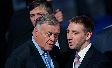 Глава РЖД Владимир Якунин (слева). Фото ИТАР-ТАСС/ Сергей Фадеичев