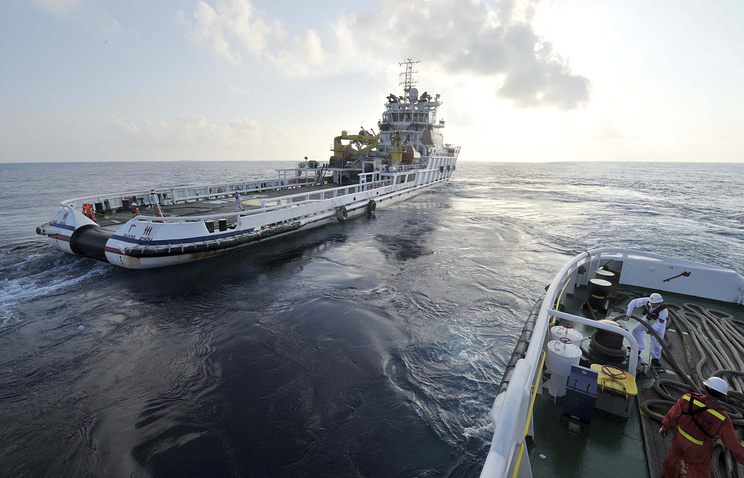 Китайские спасательные корабли во время поисковой операции пропавшего малайзийского Boeing