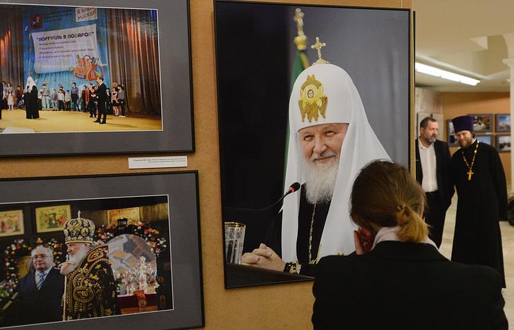 """На фотовыставке """"Патриарх. Служение Богу, Церкви, людям"""" в музее кафедрального соборного Храма Христа Спасителя в Москве"""