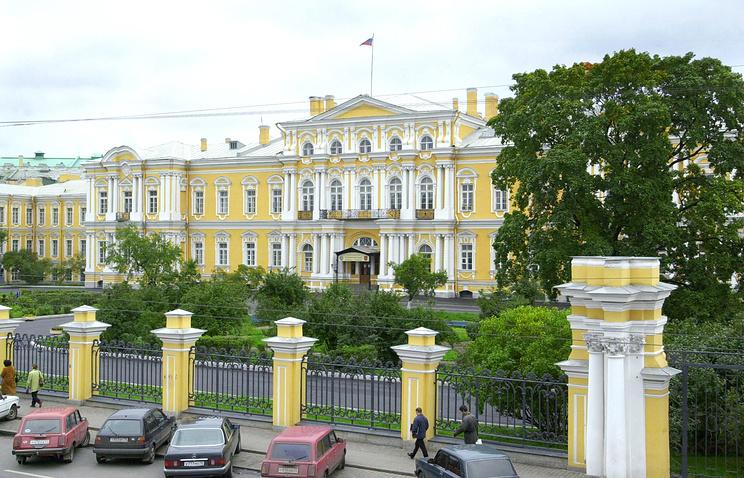 Воронцовский Дворец. В настоящее время здесь располагается Санкт-Петербургское суворовское военное училище.