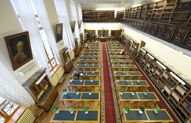 Читальный зал библиотеки Российской академии наук. Санкт-Петербург
