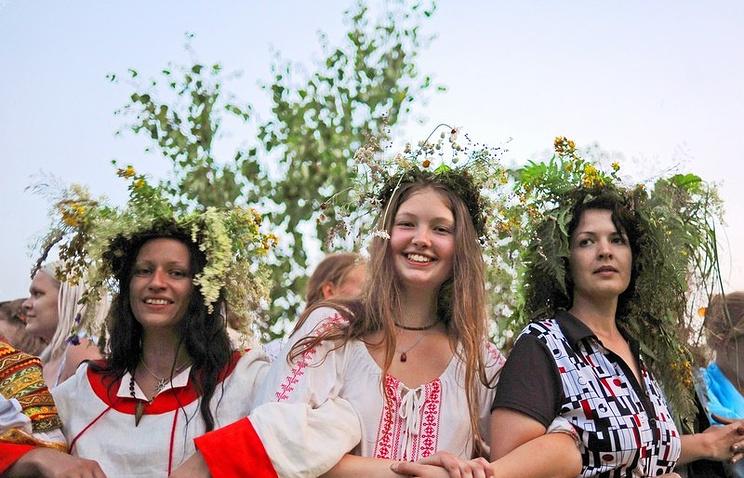 Празднование дня Ивана Купалы (одна из фотографий экспозиции).